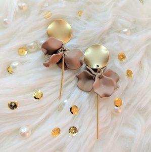 Minimalist Flower Earrings ❤️NEW❤️BOUTIQUE❤️